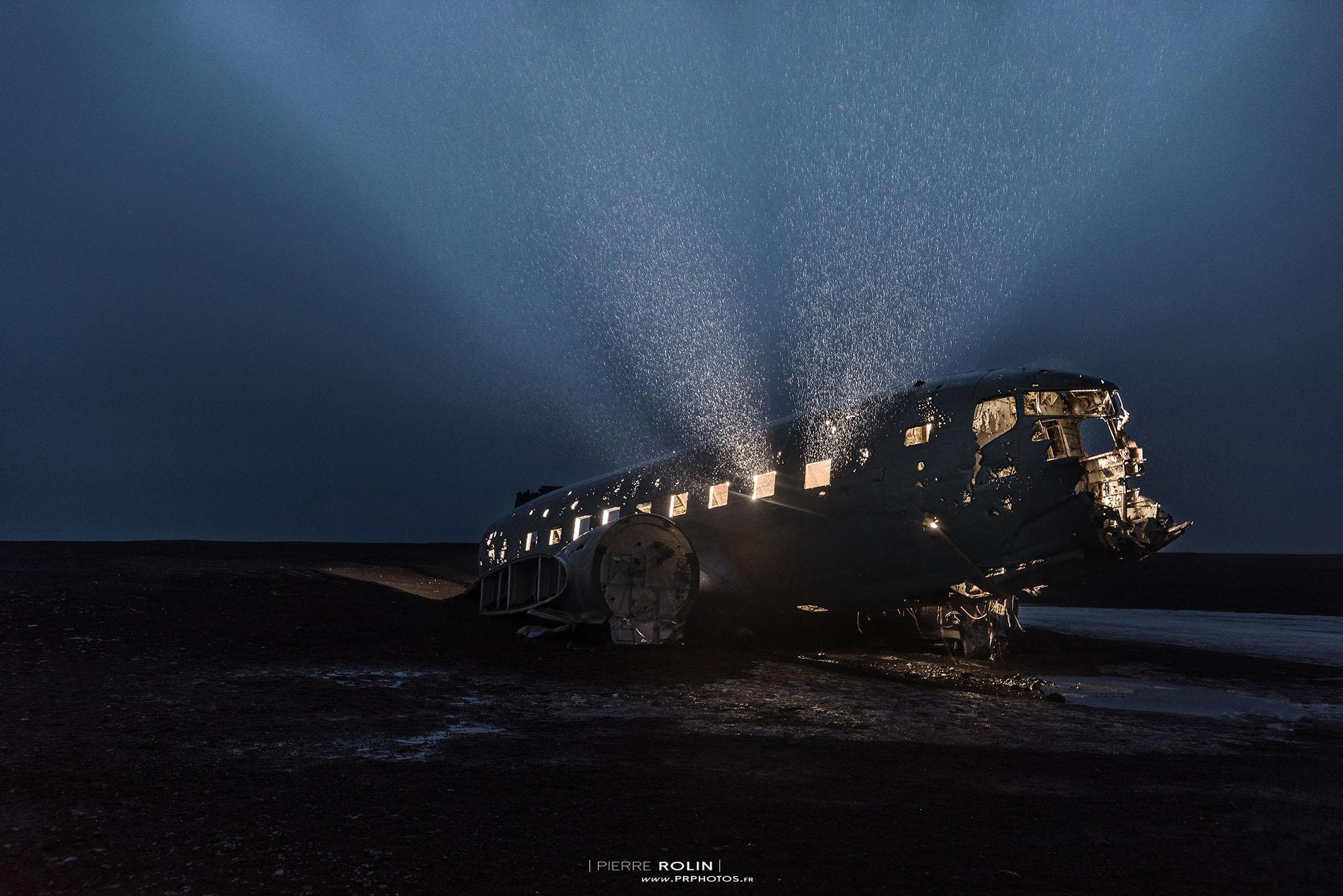 Jeux de lumière dans l'avion | Paysage de nuit © Pierre ROLIN - Photographe Nancy - Lorraine / Grand Est