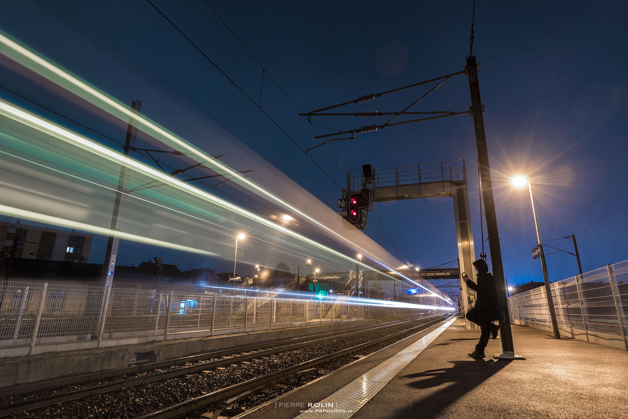 Pose longue en gare | Paysage de nuit © Pierre ROLIN - Photographe Nancy - Lorraine / Grand Est
