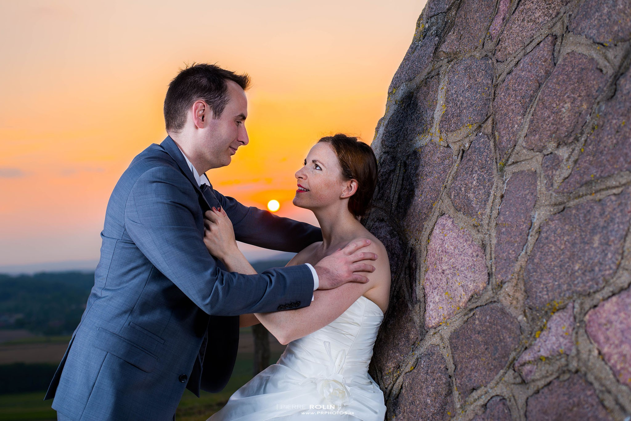 Mariage – Photos de couple au coucher de soleil