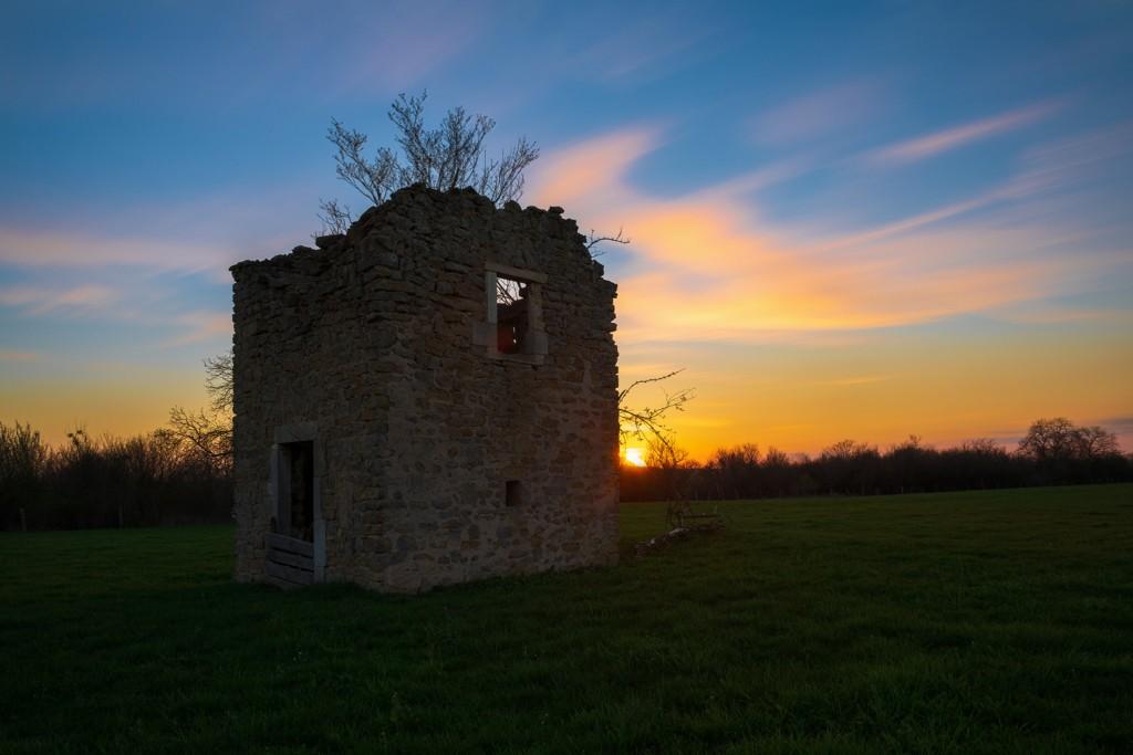 Coucher de soleil sur la maison en ruine | Lorraine © Pierre ROLIN - Photographe Nancy - Lorraine / Grand Est