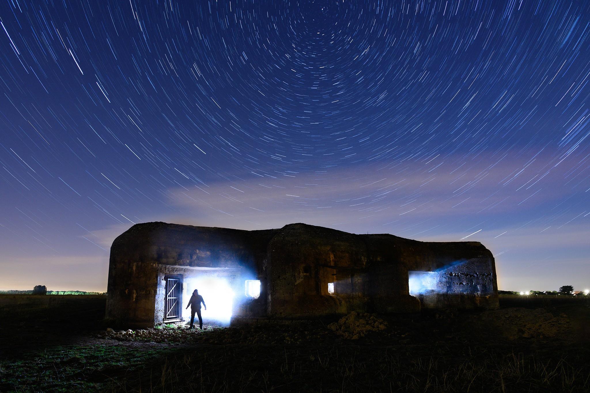 Circumpolaire au dessus d'un bunker (Ligne Maginot) | Paysages nocturnes © Pierre ROLIN - Photographe Nancy - Lorraine / Grand Est