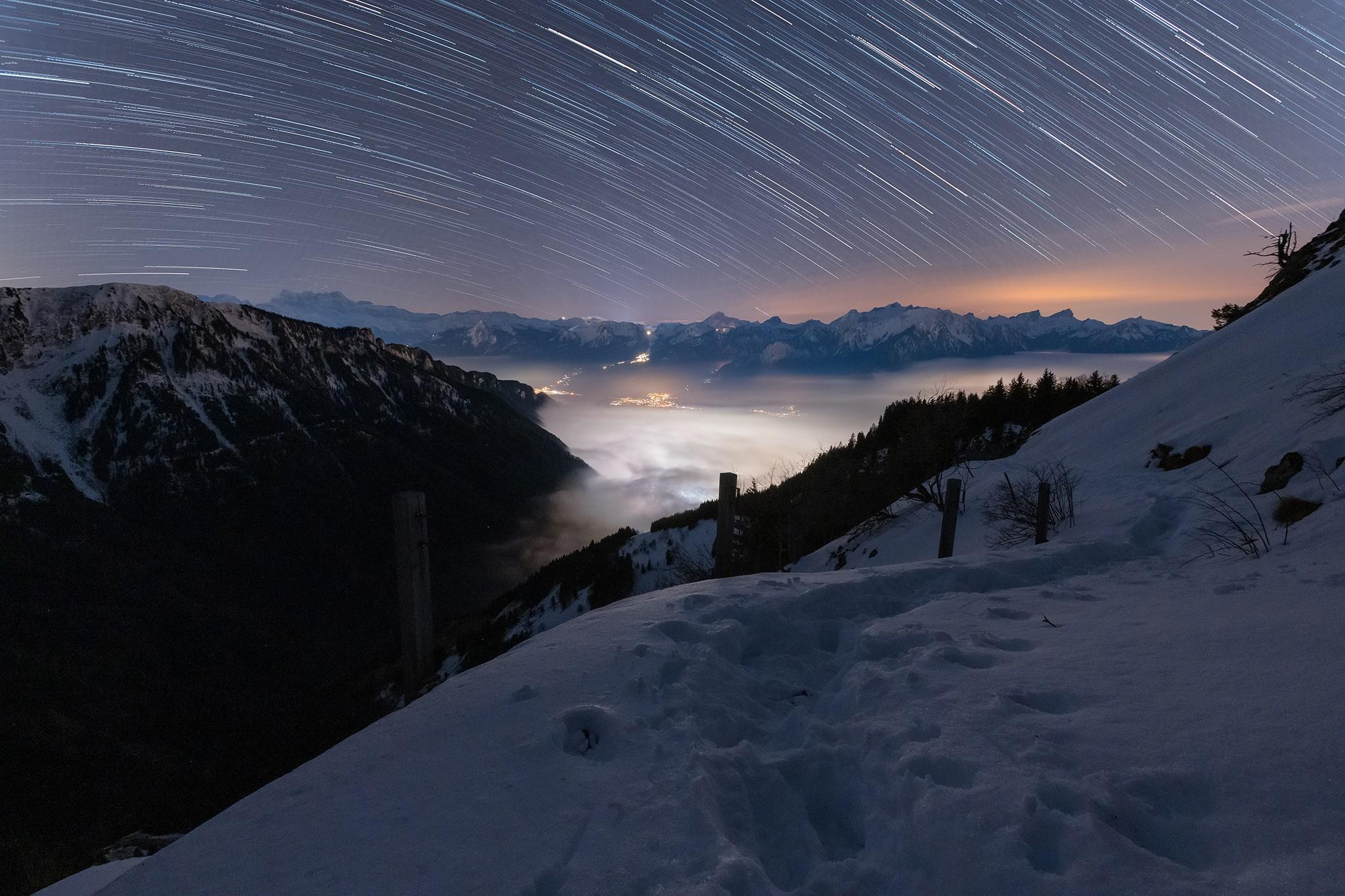 Star trail sur la vallée du Rhone | Alpes Suisse © Pierre ROLIN - Photographe Nancy - Lorraine / Grand Est