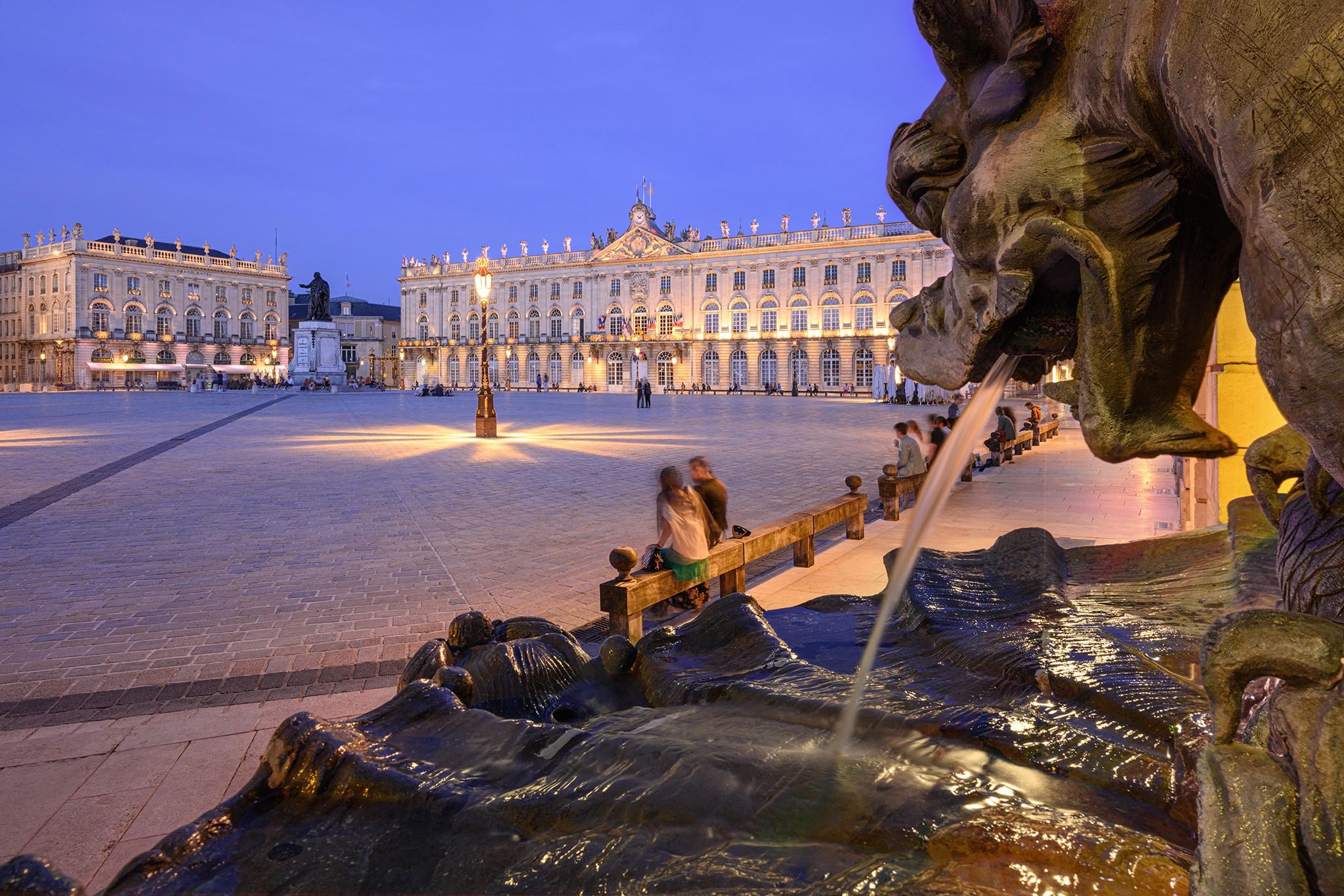 Place Stanislas à Nancy à l'heure bleue et ses fontaines | Lorraine © Pierre ROLIN - Photographe Nancy - Lorraine / Grand Est