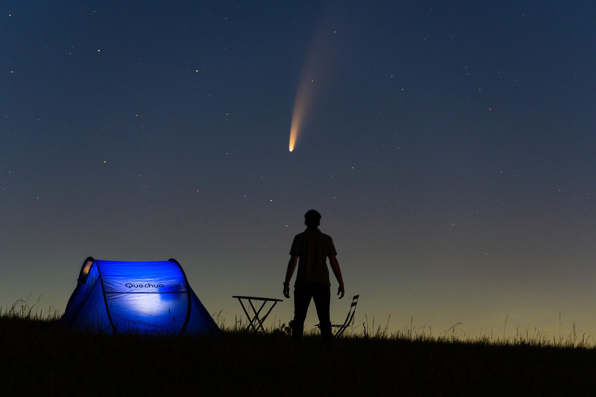 La comète Neowise dans les champs, en astrophotographie | Lorraine