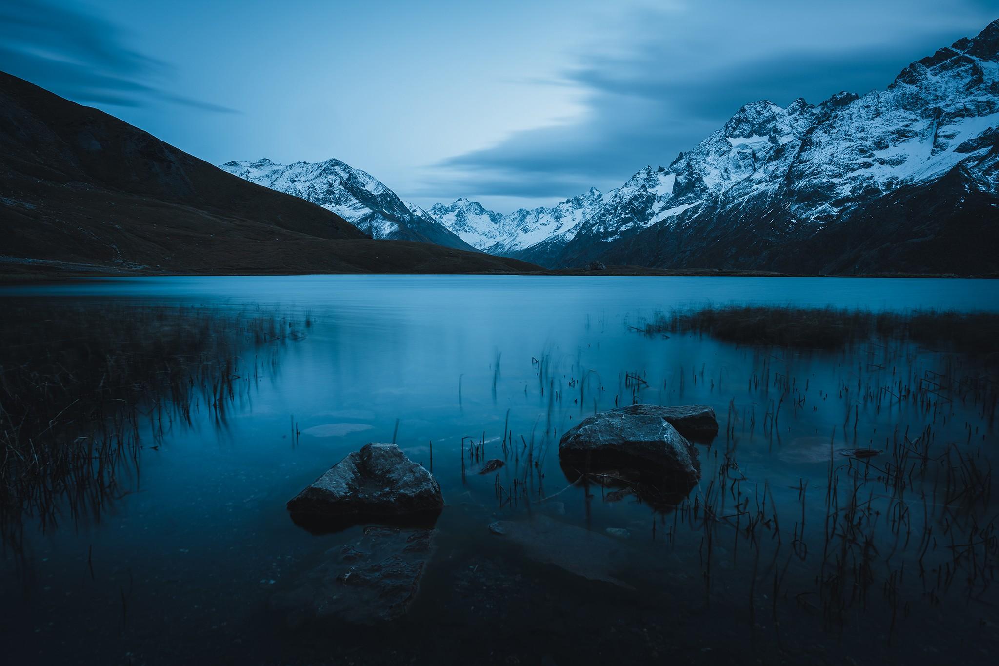 Heure bleue face au massif de la Meije, au lac du Pontet | Hautes-Alpes
