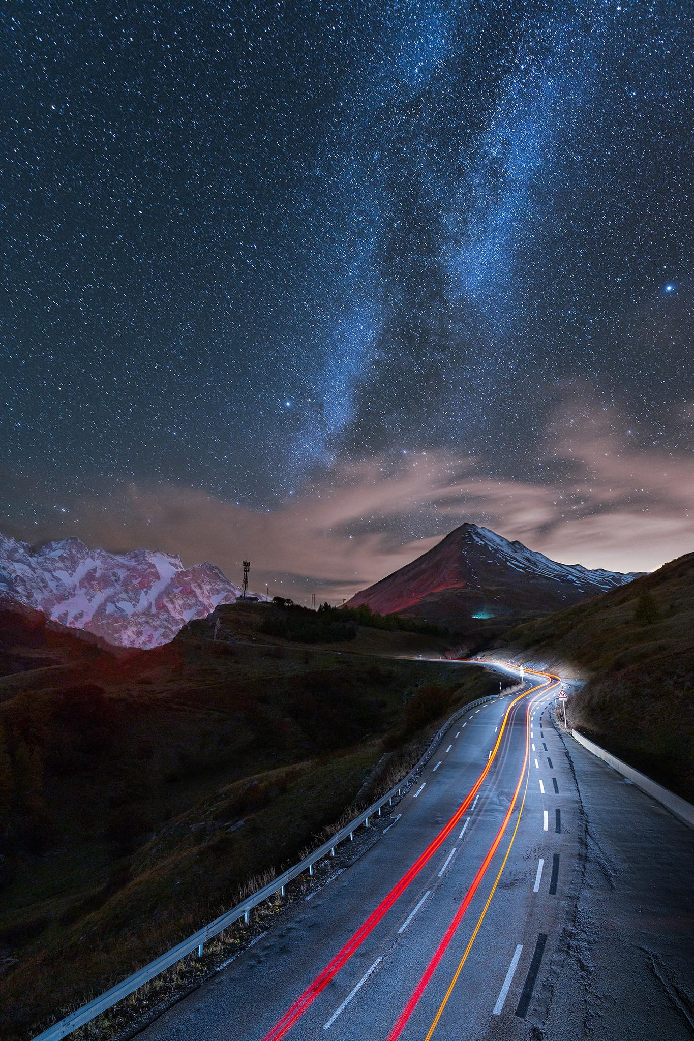 Voie lactée et lighttrail au col du Lautaret | Hautes-Alpes