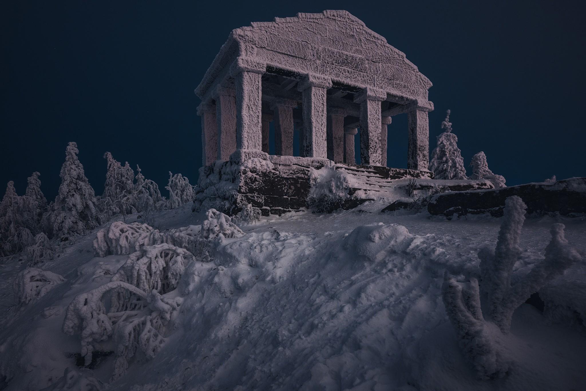 Le temple du Donon figé dans le givre | Vosges
