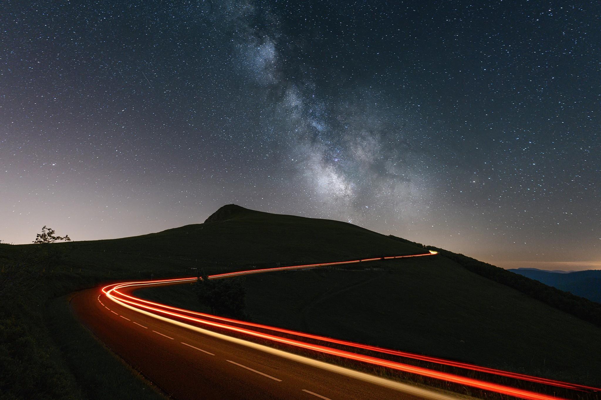 Voie lactée et light trail sur la route des Crêtes | Vosges © Pierre ROLIN - Photographe Nancy - Lorraine / Grand Est