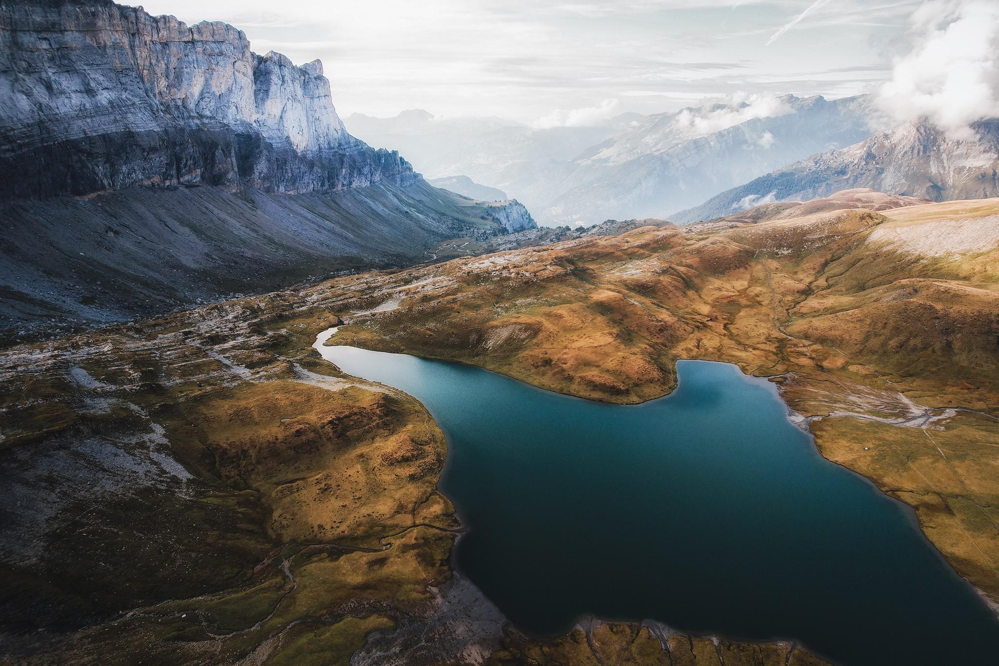 Vue aérienne de fin de journée au lac d'Anterne